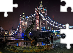 Girl with a Dolphin, statue, Tower Bridge, noc, Londyn